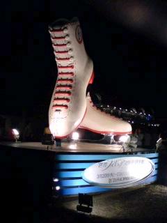 夜のスケート靴オブジェ.jpg